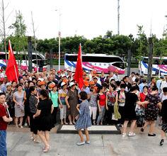 新江口镇和平社区组织党员迎七·一。