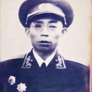 李文清  ——  原成都军区副司令员